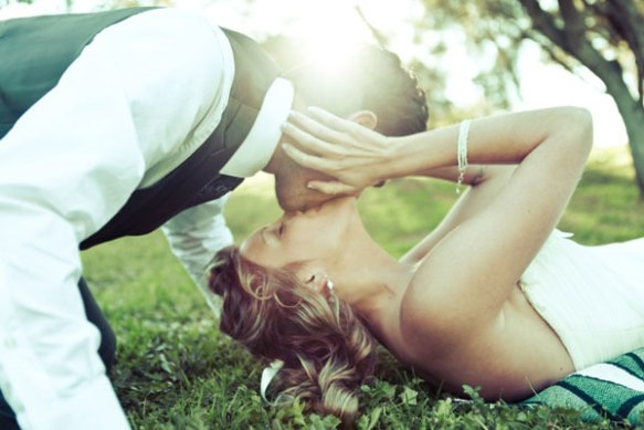 bride-groom-kissing-photographs-by-anjuli